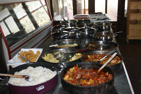 Bizim Ev Hanimeli Restaurant: colorful buffet table