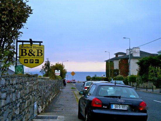 Marless House Bed & Breakfast: Just outside the B&B looking down the street to Galway Bay and the Salthill Promenade