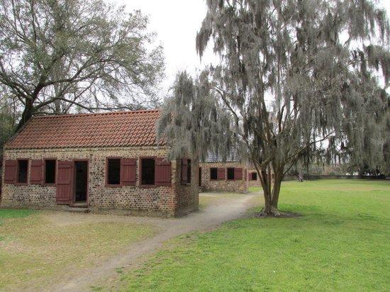 Boone Hall Plantation : Slave cabins