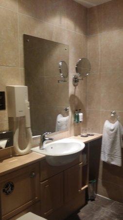 The Lovat, Loch Ness: the bathroom