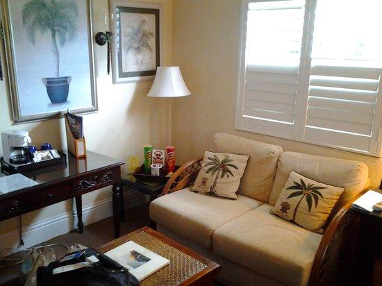 La Casa Hotel : Sitting Area in Room
