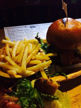 Star Bar: One of the Best burgers in town