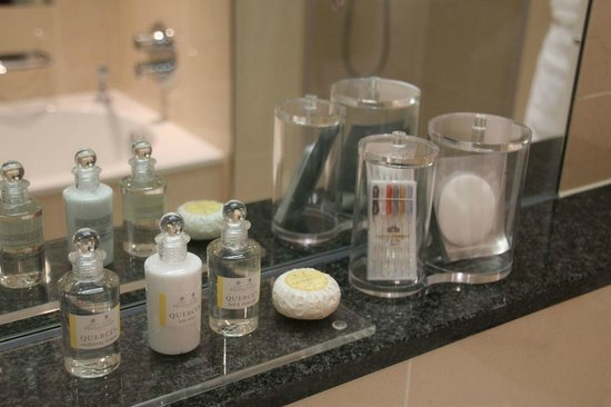 Royal Garden Hotel: Amenities