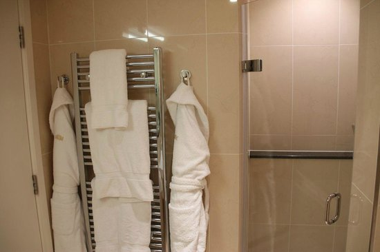 Royal Garden Hotel: Robes and heated towels