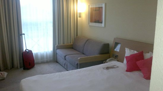 Novotel York Centre: Room 129 bed and convertible settee