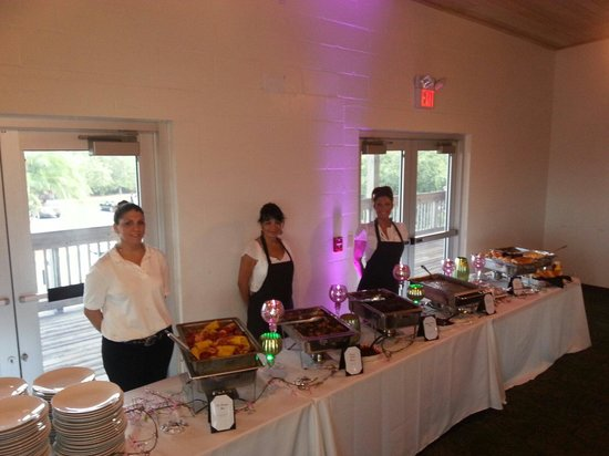 Bourbon Street BBQ and Southern Cooking: Wedding event for 160 people.