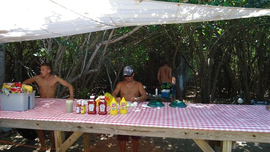 Big Beard's Adventure Tours: Buck Island: Barbecue after snorkeling