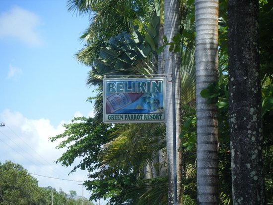 Green Parrot Beach Houses: Hotel sign