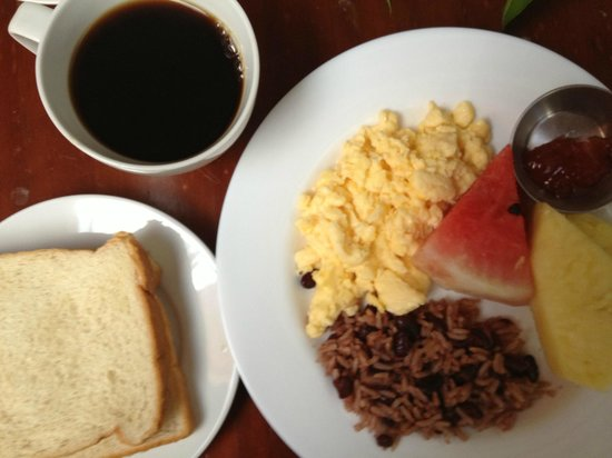 Hotel Las Colinas: Basic breakfast included