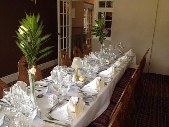 The Gables Hotel : Beautiful tables