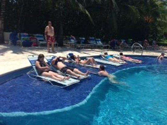 Paradise Beach: Pool Area