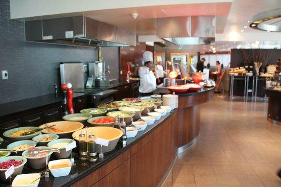 Marriott Marquis City Center Doha Hotel: Lunch buffet