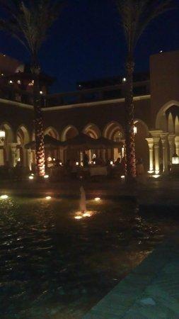 The Grand Makadi Hotel: Blick von der Bar zum Leonardo-Restaurant