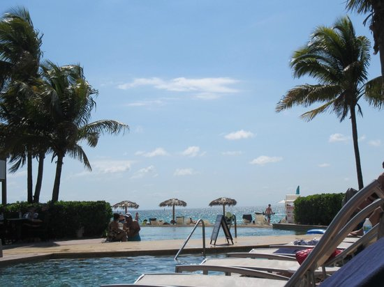 Grand Lucayan, Bahamas: Main Pool - Beach View