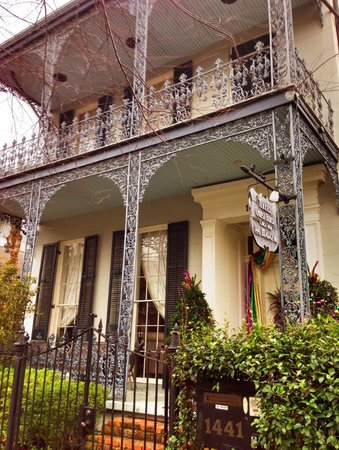 Terrell House Bed and Breakfast: Traditional New Orleansn Wrought Iron Porches