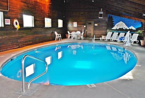 Vagabond Inn & Suites Klamath Falls: Pool