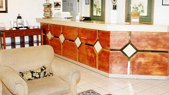 Vagabond Inn & Suites Klamath Falls: Front Desk