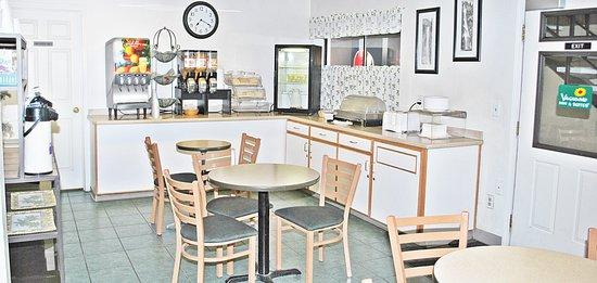 Vagabond Inn & Suites Klamath Falls: Breakfast Area
