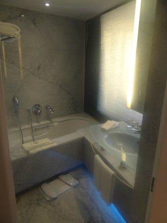 Hilton Athens: 544 Guest Room banheiro
