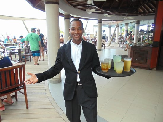 Secrets Wild Orchid Montego Bay : Leo wihout a hat was rare to see