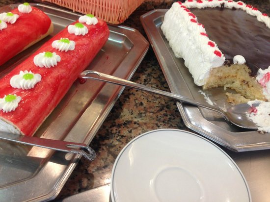 Hotel Magic Fenicia: Many many desserts to choose from