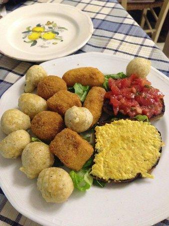 Regine Trastevere: Antipasti: zeppoline, bruschette!