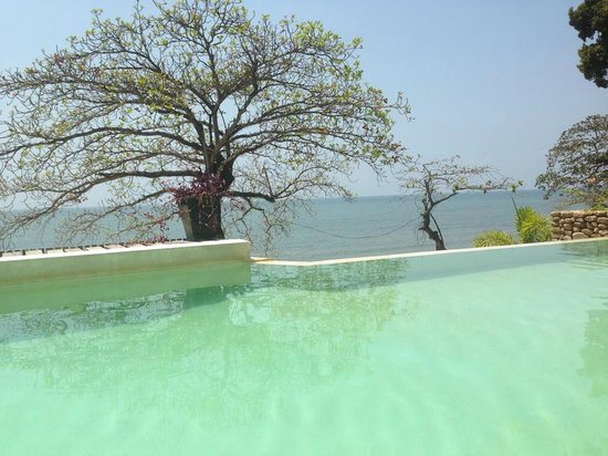 Saravoan-Kep Hotel: A pool with a view
