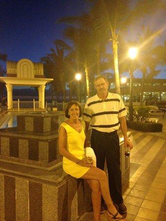 Hotel Riu Vallarta: By the pool!