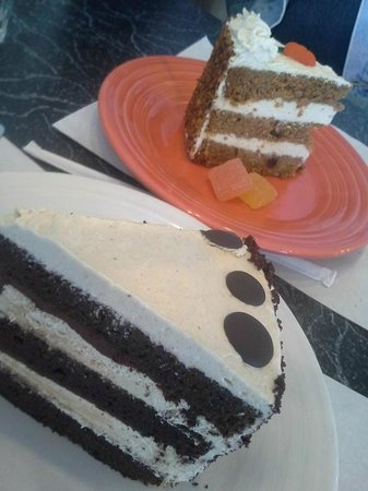 The Cheeze Factory Restaurant: Carrot Cake and Chocolate Cake