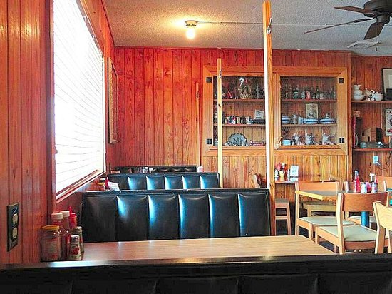 Casey's Buffet Barbecue & Home Cookin: inside