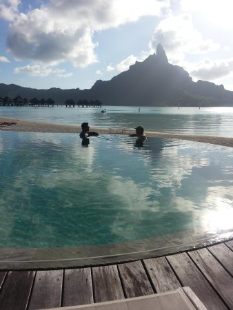 Le Meridien Bora Bora: The main pool - Hard to beat this view!