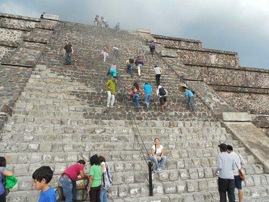 Teotihuacan : PIRAMIDE DEL SOL