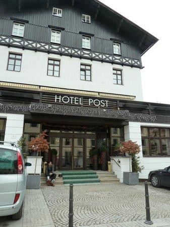 Hotel Post: Hotel Entry