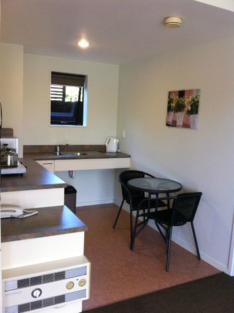 Darfield Motel: Kitchen area, unit 10