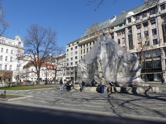 Vorosmarty Square (Vorosmarty ter): Vorosmarty ter in Budapest