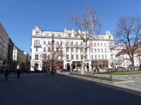 Vorosmarty Square (Vorosmarty ter): Vorosmarty ter