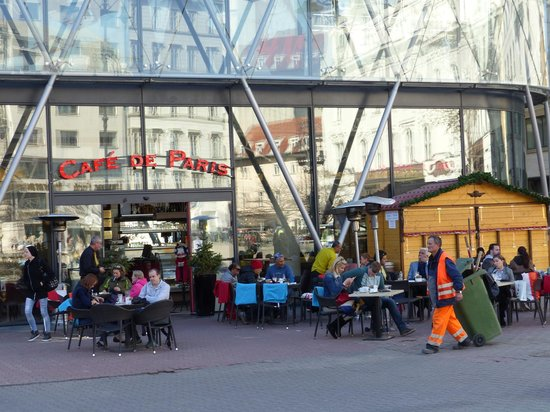 Vorosmarty Square (Vorosmarty ter): Vorosmarty ter - cafes and restaurants