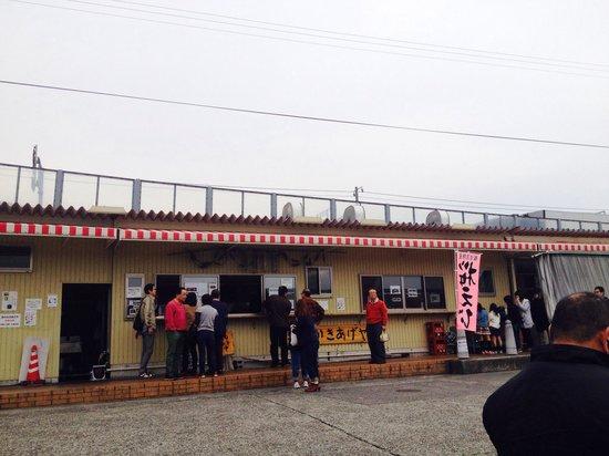 Yui Port : 桜えび漬け丼や桜えびしらす丼、かき揚げを売っている
