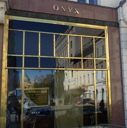 Vorosmarty Square (Vorosmarty ter): Onyx Restaurant at Vorosmarty Square