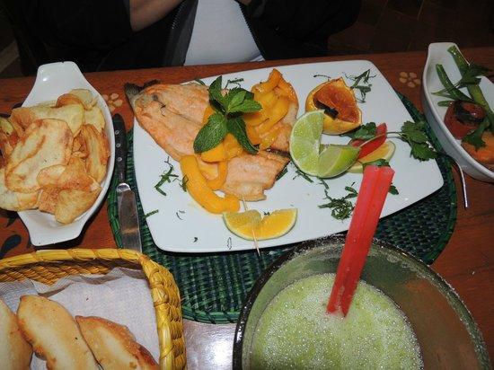 Indio Feliz Restaurant Bistro: trucha con mango.......tremebunda!!!
