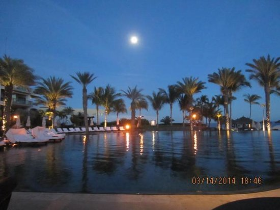 Cabo Azul Resort: Moon rising in the east