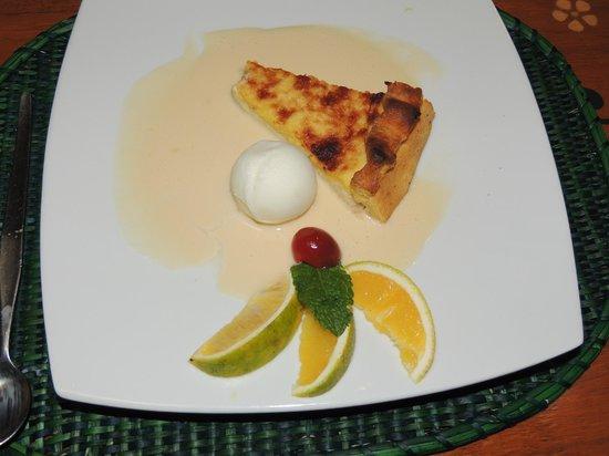 Indio Feliz Restaurant Bistro: Pai de naranaja con salsa inglesa y bocha de helado de limón--riquísmo!!!