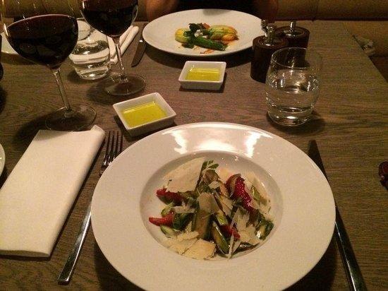Monty's Restaurant and Bar: Asparagus salad
