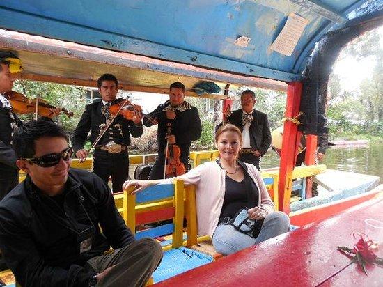 Floating Gardens of Xochimilco: con los mariachis