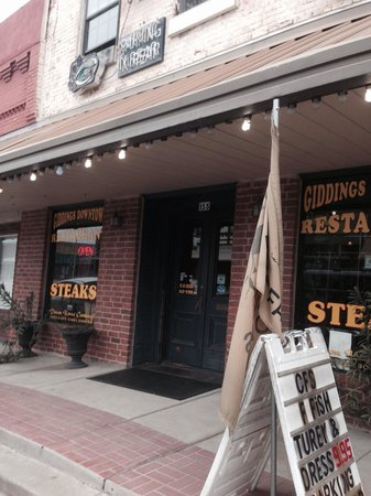 Giddings Downtown Restaurant: Outside