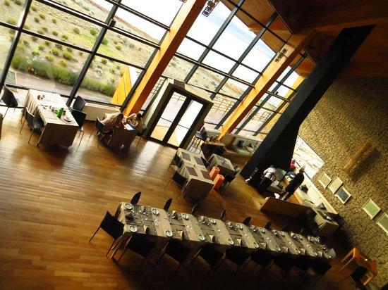Design Suites Calafate: Dining Area + Fireplace