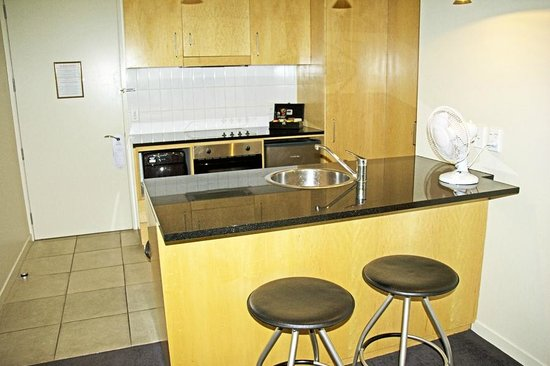 Scenic Suites Queenstown: Well-equipped kitchen