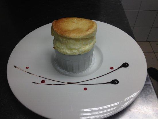 """Souffle au grand marnier au restaurant les arcades """" la table de laurent"""""""