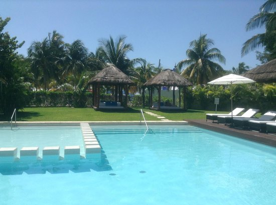 Privilege Aluxes: quiet pool