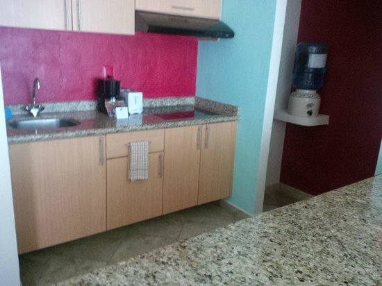 Ixchel Beach Hotel: Kitchen